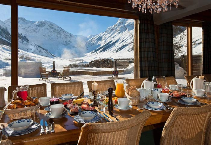 The dining area in Chalet Le Chardon Val d'Isere France