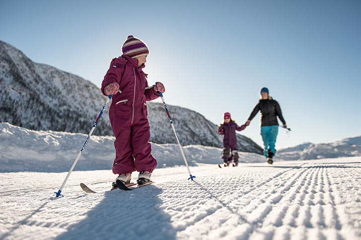 children-learning-skiing-norway