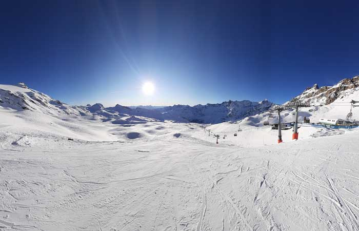 Perfect blue skies skiing in Cervinia